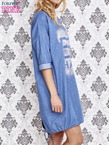 Jasnoniebieska sukienka z napisem BE HAPPY                                  zdj.                                  3
