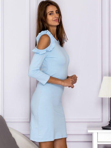 Jasnoniebieska sukienka z wycięciami na ramionach                                  zdj.                                  3
