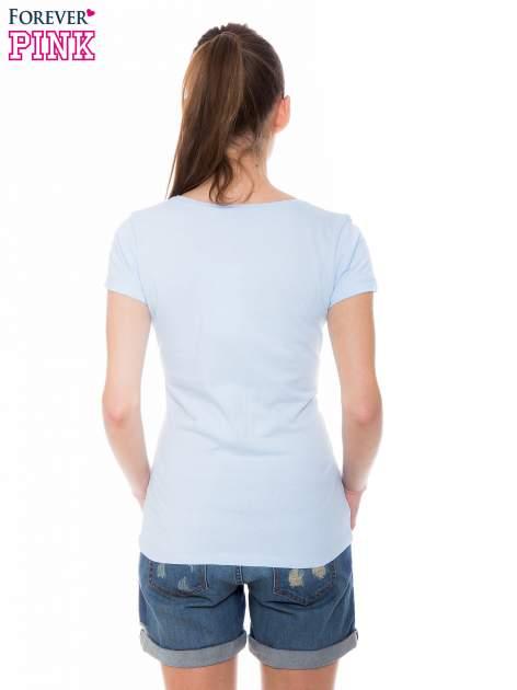 Jasnoniebieski basicowy t-shirt z okrągłym dekoltem                                  zdj.                                  3