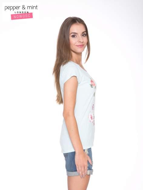 Jasnoniebieski t-shirt z kwiatowym nadrukiem i złotym napisem                                  zdj.                                  3