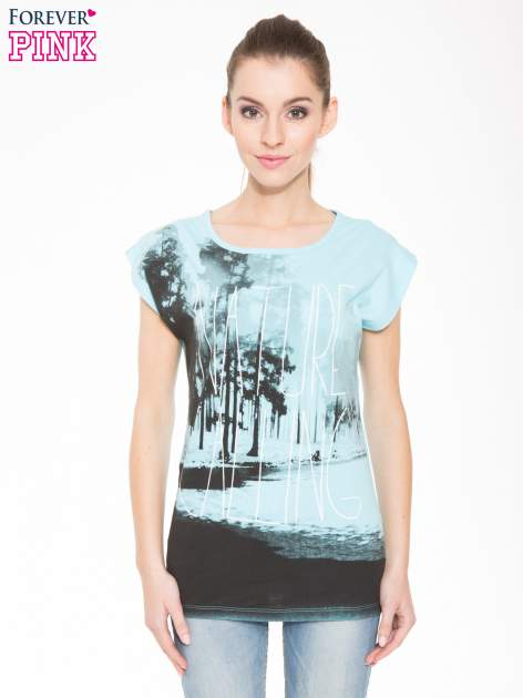 Jasnoniebieski t-shirt z nadrukiem NATURE