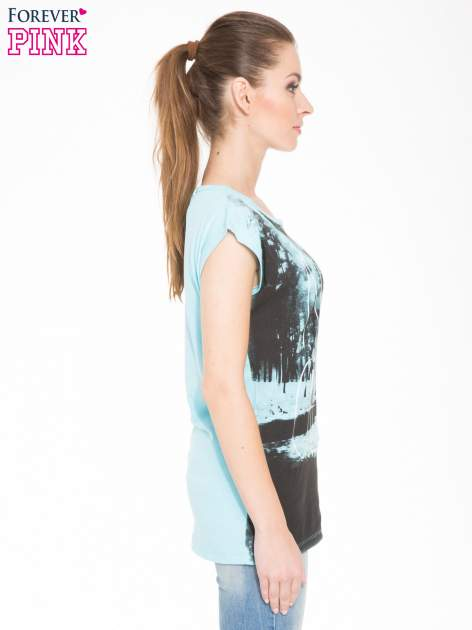 Jasnoniebieski t-shirt z nadrukiem NATURE                                  zdj.                                  2