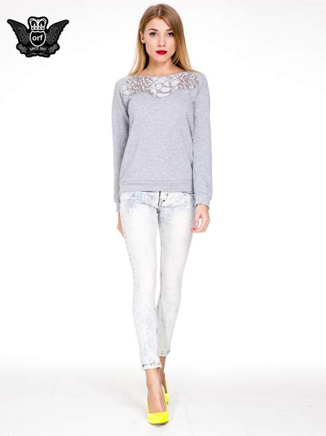 Jasnoniebieskie gorsetowe spodnie jeansowe typu skinny                                  zdj.                                  2