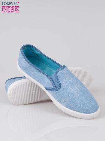 Jasnoniebieskie jeansowe buty slip on                                  zdj.                                  4