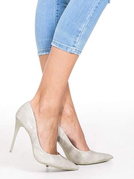 Jasnoniebieskie jeansy 3/4 skinny jeans z dziurą na kolanie                                  zdj.                                  6