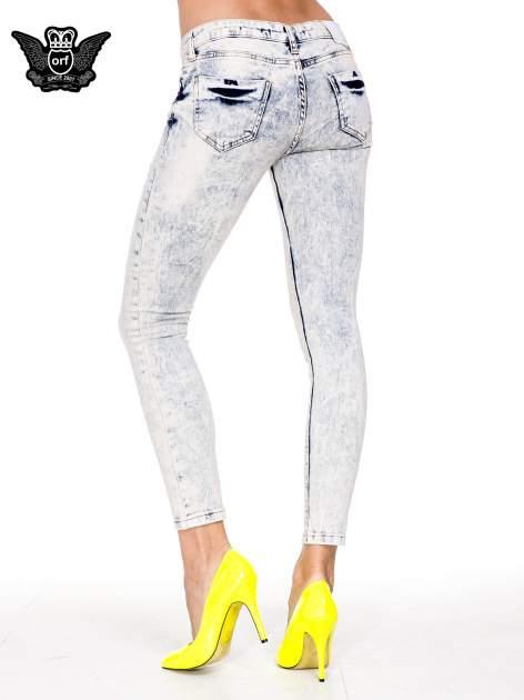 Jasnoniebieskie przecierane spodnie skinny jeans marmurki                                  zdj.                                  2