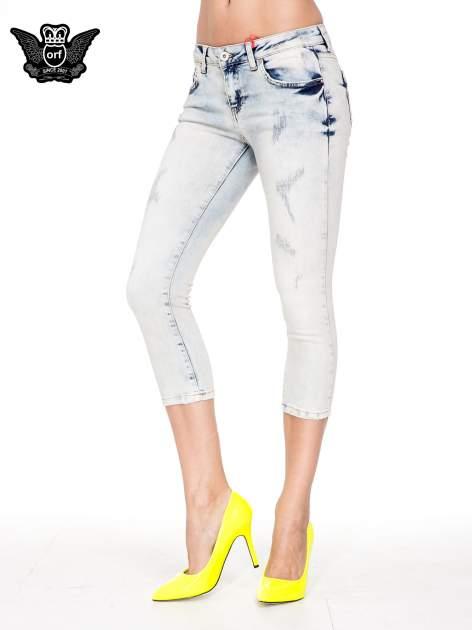Jasnoniebieskie spodnie jeansowe 3/4 z przetarciami