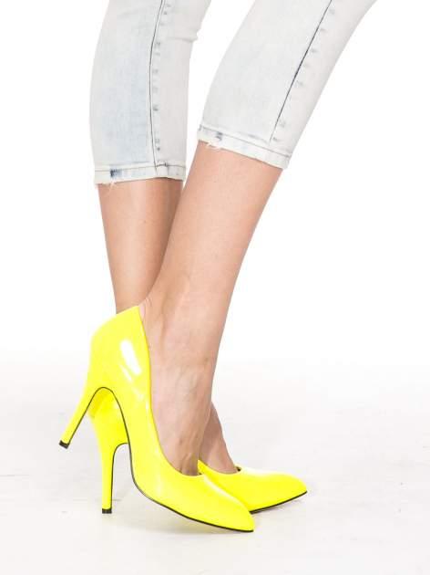 Jasnoniebieskie spodnie jeansowe 3/4 z przetarciami                                  zdj.                                  6