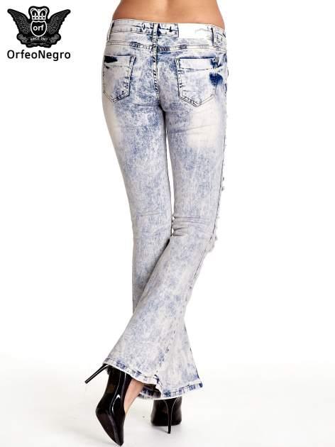 Jasnoniebieskie spodnie jeansowe dzowny cut out                                  zdj.                                  2