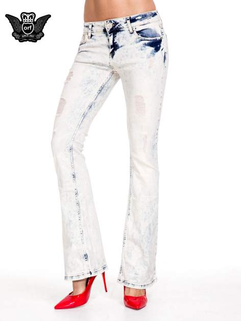 Jasnoniebieskie spodnie jeansowe dzwony z przecieraną i rozjaśnianą nogawką                                  zdj.                                  1
