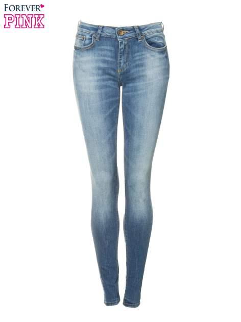 Jasnoniebieskie spodnie jeansowe rurki z przeszyciami na kieszeniach                                  zdj.                                  5