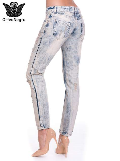 Jasnoniebieskie spodnie jeansowe z przetarciami na nogawkach                                  zdj.                                  5