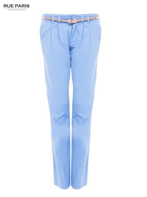Jasnoniebieskie spodnie z paskiem z lakierowanej skóry                                  zdj.                                  5