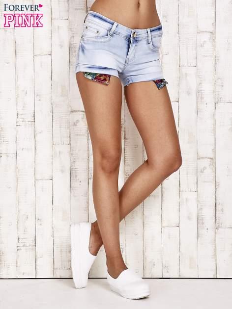 Jasnoniebieskie szorty jeansowe z podwijanymi nogawkami                                  zdj.                                  3