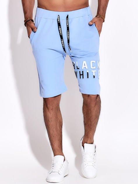 Jasnoniebieskie szorty męskie dresowe z kieszeniami i wypukłym napisem                              zdj.                              6