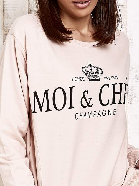 Jasnoróżowa bluza z napisem MOI & CHÉRI                                  zdj.                                  5
