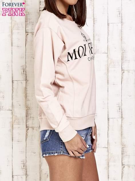 Jasnoróżowa bluza z napisem MOI & CHÉRI                                  zdj.                                  3