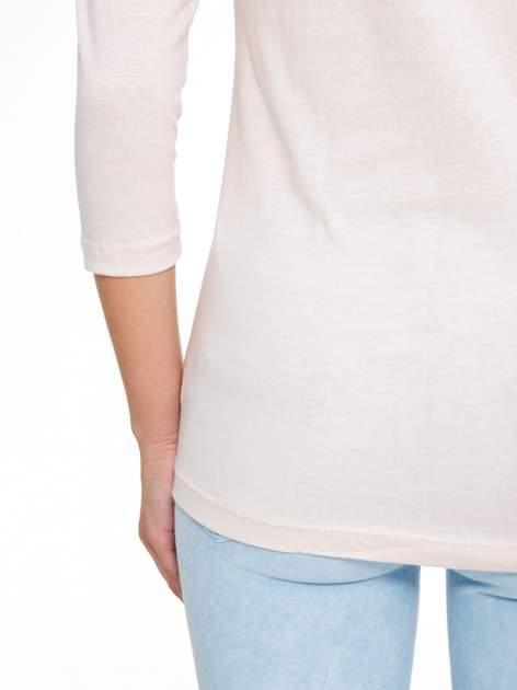 Jasnoróżowa bluzka z nadrukiem fashion i napisem MORE COLOUR                                  zdj.                                  10
