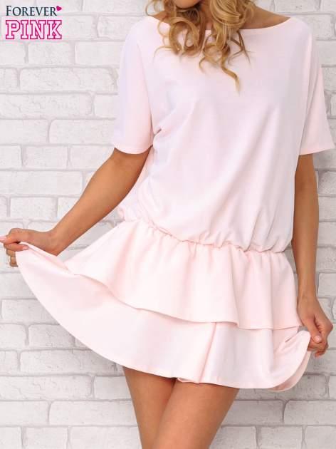 Jasnoróżowa sukienka dresowa z podwójną falbaną