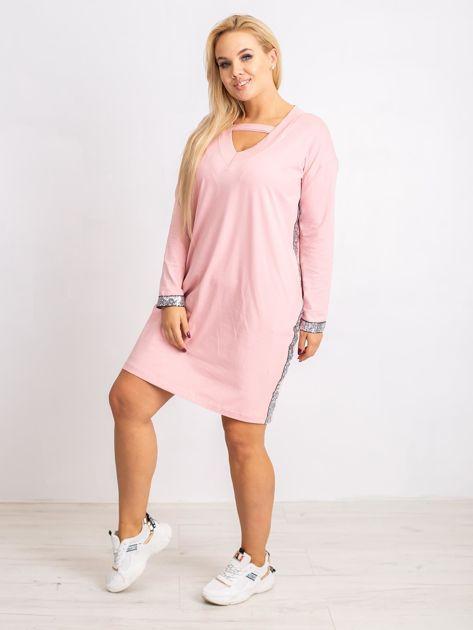 Jasnoróżowa sukienka plus size Mode                              zdj.                              4