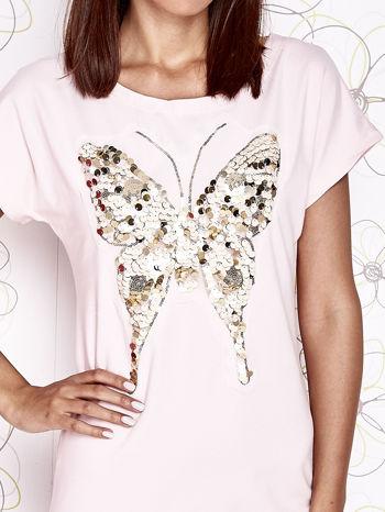 Jasnoróżowa sukienka z cekinowym motylem                                  zdj.                                  5