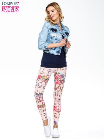 Jasnoróżowe legginsy z motywem kwiatów i kluczy                                  zdj.                                  4