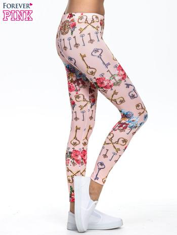 Jasnoróżowe legginsy z motywem kwiatów i kluczy                                  zdj.                                  3