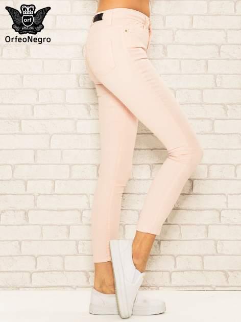 Jasnoróżowe spodnie rurki skinny z kieszeniami                                  zdj.                                  3