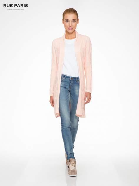 Jasnoróżowy ażurowy długi sweter typu kardigan z paskiem                                  zdj.                                  2