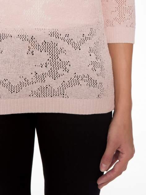 Jasnoróżowy ażurowy sweter z rękawami 3/4                                  zdj.                                  6