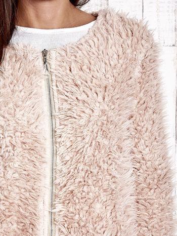 Jasnoróżowy futrzany sweter kurtka na suwak                                  zdj.                                  6