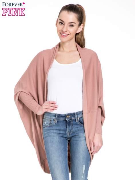 Jasnoróżowy sweter narzutka z nietoperzowymi rękawami                                  zdj.                                  1
