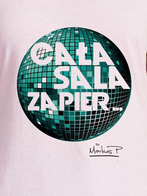 Jasnoróżowy t-shirt damski CAŁA SALA by Markus P                                  zdj.                                  2