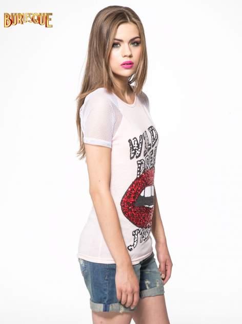 Jasnoróżowy t-shirt z ustami z cekinów i rękawami z siateczki                                  zdj.                                  3