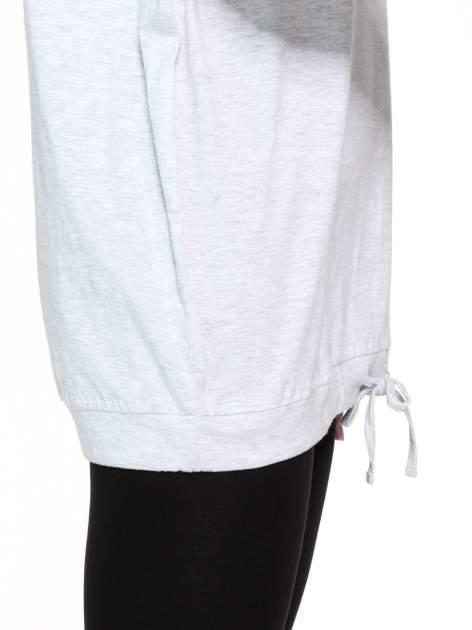 Jasnoszara bluzka dresowa z kołnierzokapturem i ściągaczem na dole                                  zdj.                                  9
