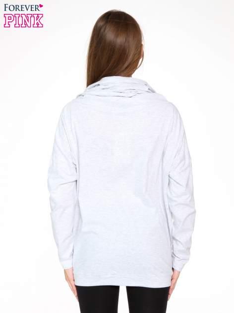 Jasnoszara bluzka dresowa z kołnierzokapturem i ściągaczem na dole                                  zdj.                                  4