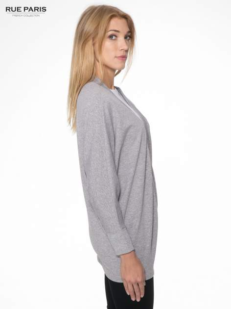 Jasnoszara dresowa otwarta bluza z nietoperzowymi rękawami                                  zdj.                                  3