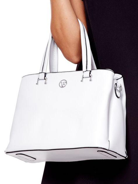 Jasnoszara trapezowa torebka kuferek do ręki                              zdj.                              2