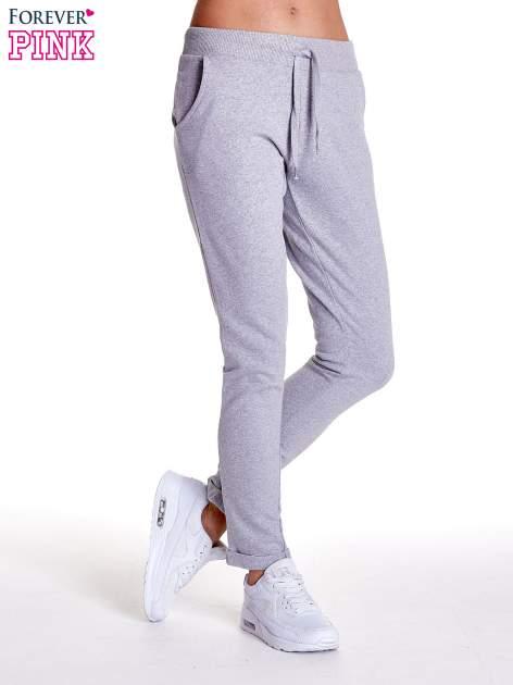 Jasnoszare spodnie dresowe z prostą nogawką