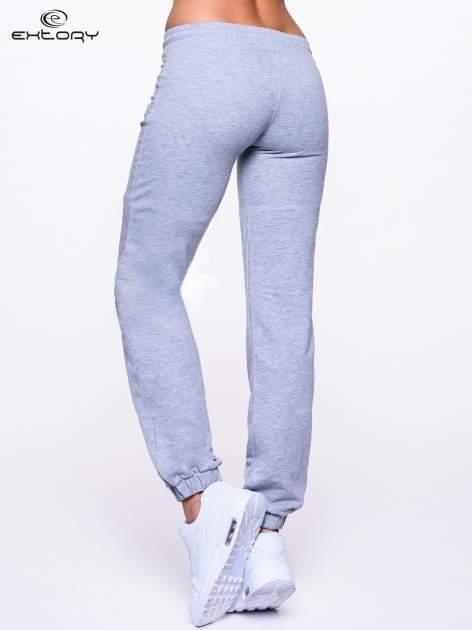 Jasnoszare spodnie dresowe ze ściągaczami                                  zdj.                                  4
