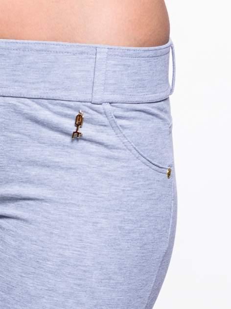 Jasnoszare spodnie dresowe ze złotymi napami                                  zdj.                                  5