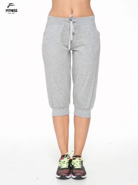 Jasnoszare spodnie sportowe typu capri wiązane w pasie                                  zdj.                                  1