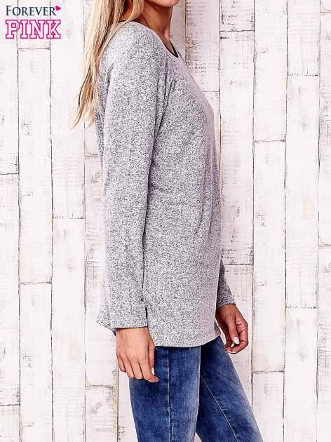 Jasnoszary melanżowy sweter ze skórzanym wykończeniem                                  zdj.                                  3