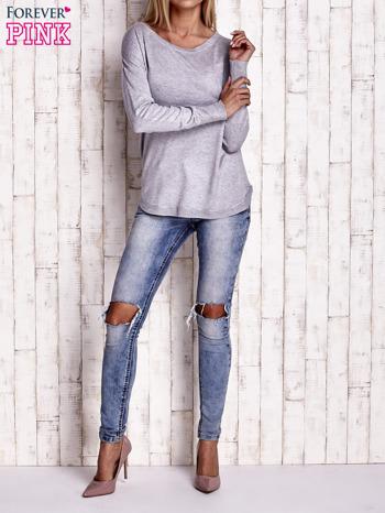 Jasnoszary sweter z okrągłym dekoltem                                  zdj.                                  2