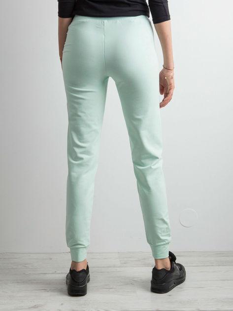 Jasnoturkusowe spodnie dresowe z troczkami                              zdj.                              2