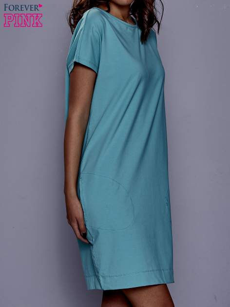 Jasnozielona sukienka dresowa z kieszeniami po bokach                                  zdj.                                  3