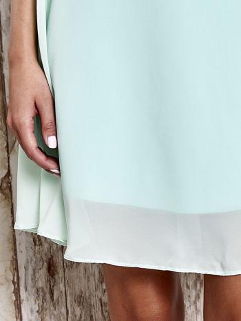 Jasnozielona sukienka z marszczonym dekoltem w paski                                  zdj.                                  5
