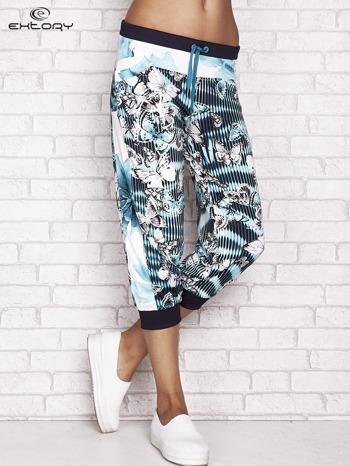Jasnozielone spodnie capri z nadrukiem motyli                                  zdj.                                  1