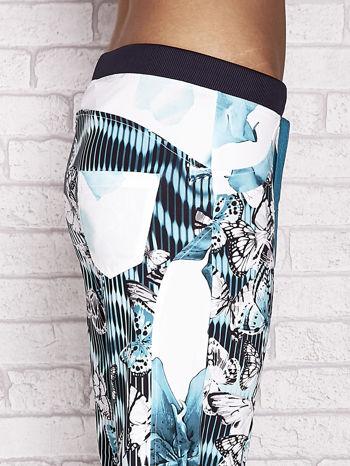 Jasnozielone spodnie capri z nadrukiem motyli                                  zdj.                                  5