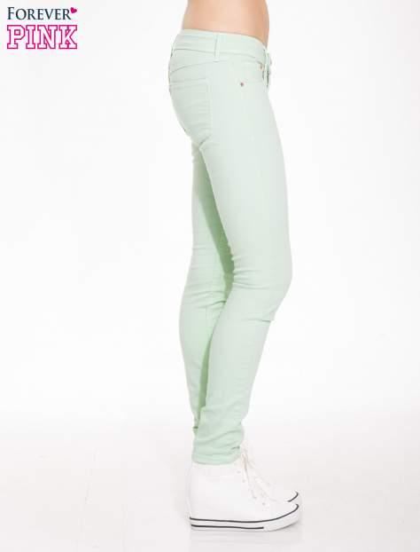 Jasnozielone spodnie jeansowe typu rurki                                  zdj.                                  3